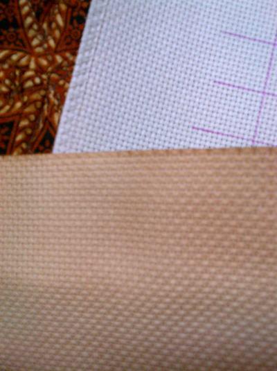 Perbandingannya sama kain aida putih