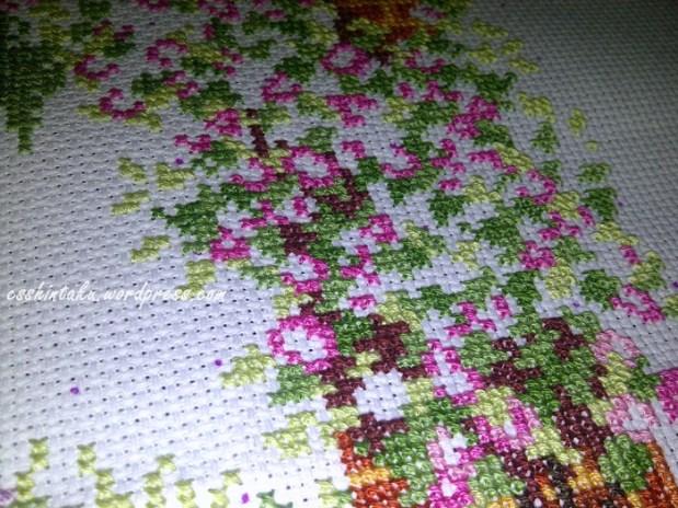 detail bunga-bunga yang mulai bermekaran